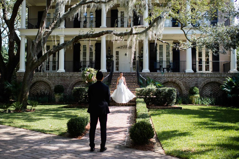 bride and groom's first look at home on kiawah island