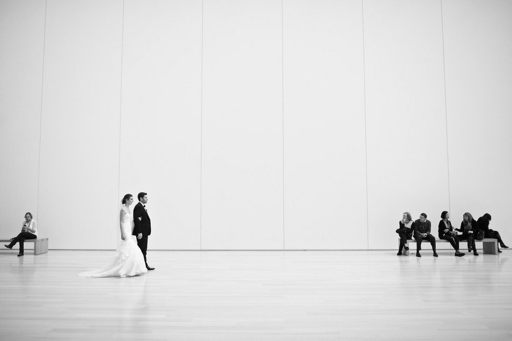 Photojournalistic wedding photo at the Art Institute of Chicago