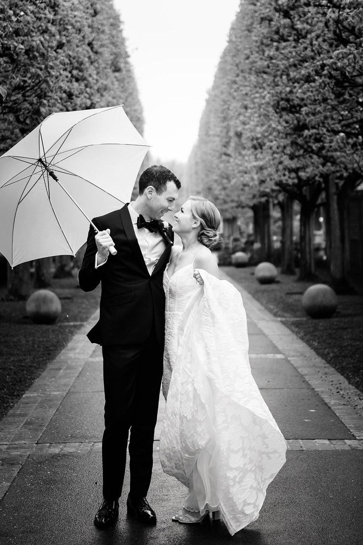 Wedding photos in the rain in Chicago