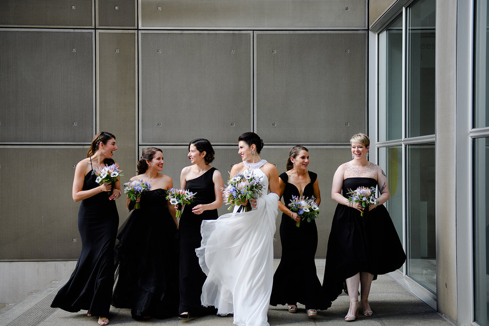 Photo of her bride and bridesmaids on the terrace of the Art Institute of Chicago