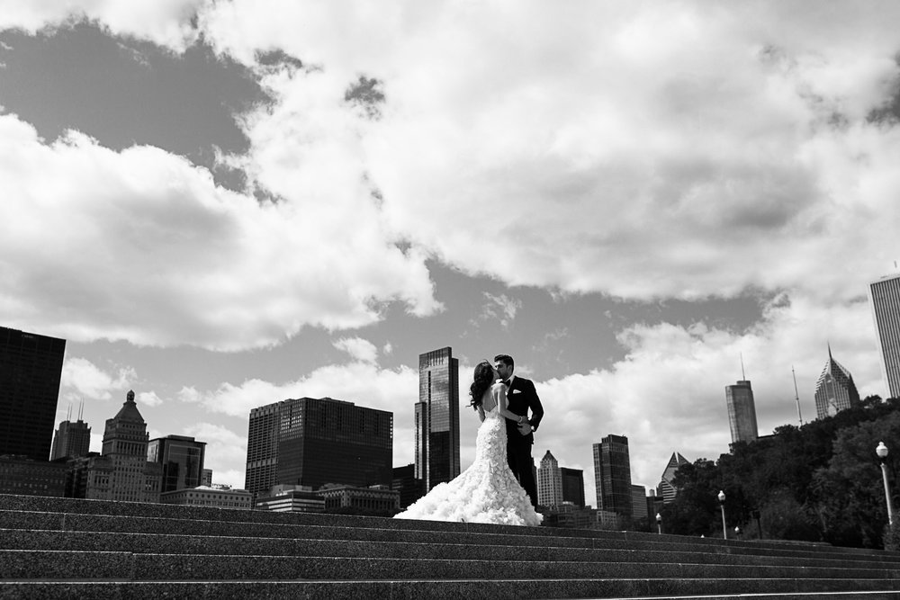 Within walking distance of the Art Institute and Grant Park, there is a beautiful skyline view at Buckingham fountain. Photographing from the lake side, there are steps that allow an upward angle with a backdrop of Chicago's stunning architecture.