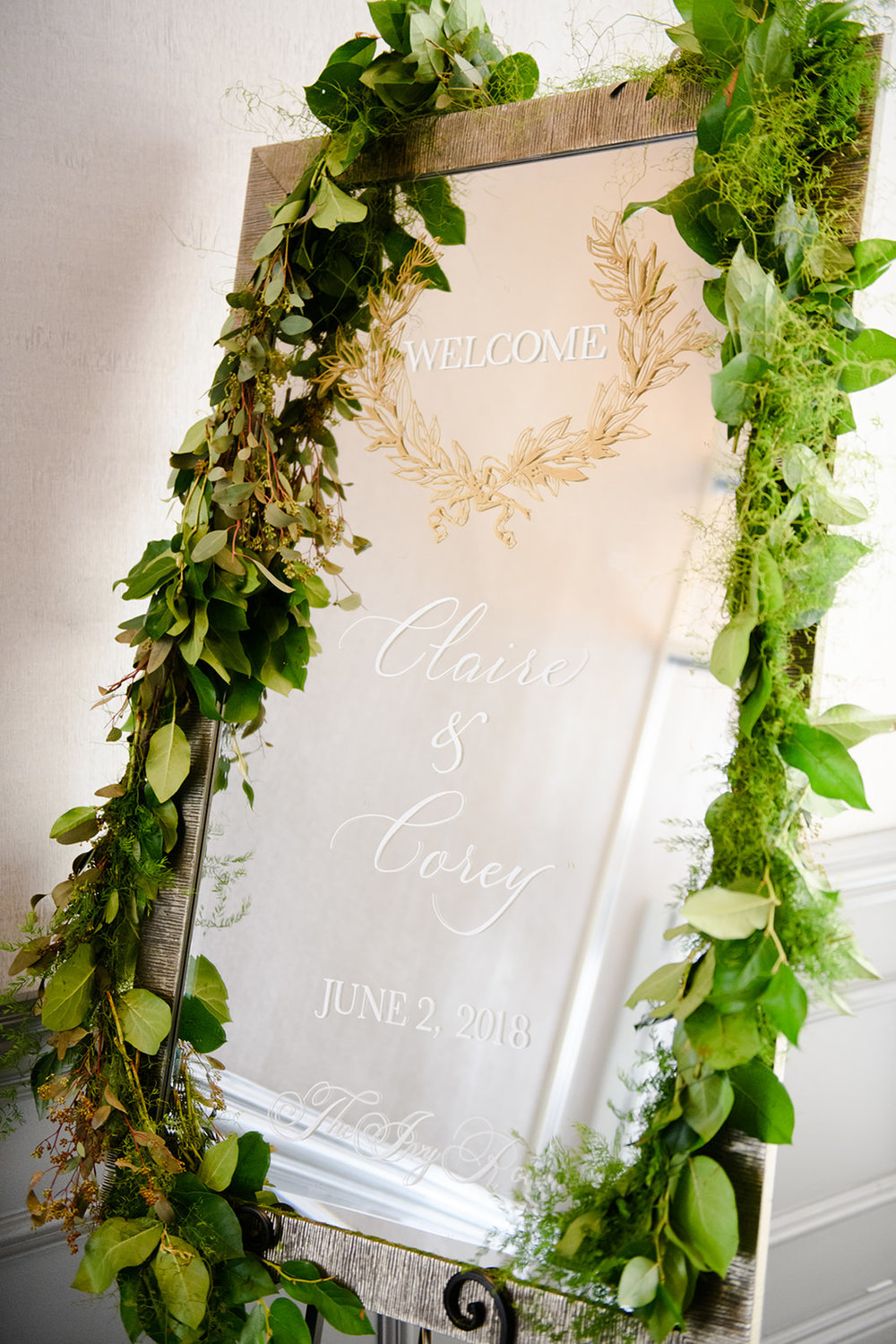 This mirror wedding sign is so beautiful!
