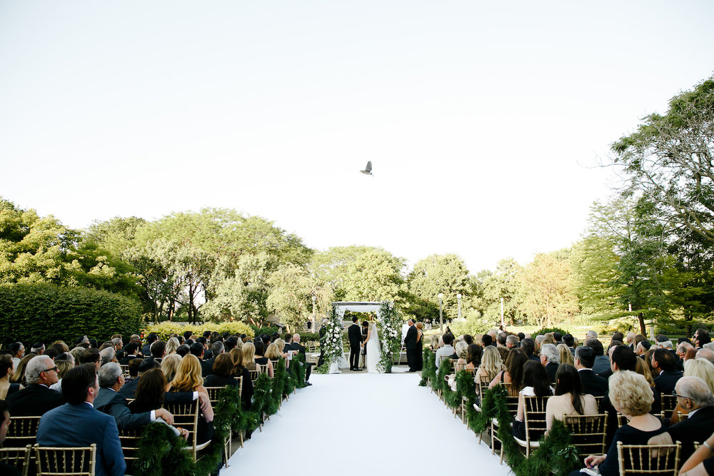 Green outdoor Jewish wedding ceremony at the Chicago History Museum near Lincoln Park.