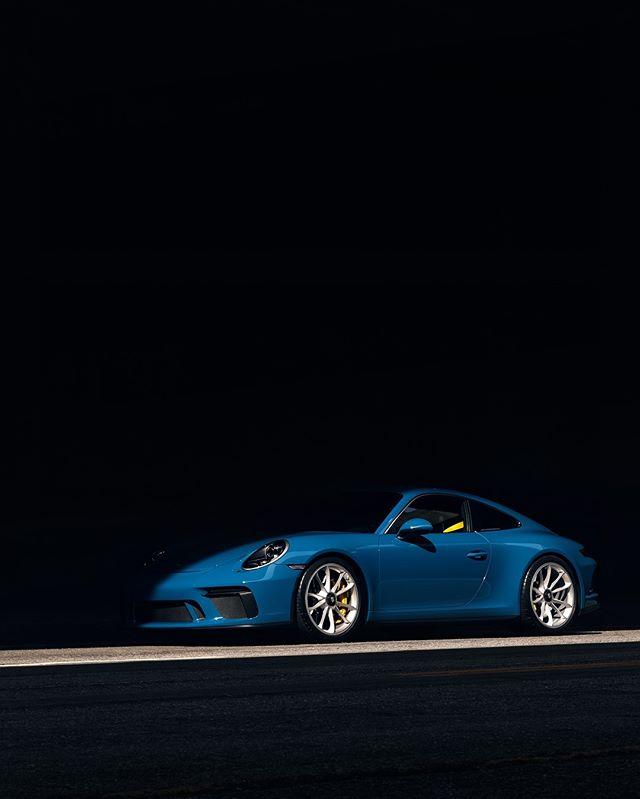 Little slice of Oslo blue heaven. 🚗: @997rs . . #ZeroFuchsGiven #Porsche #993 #luftgekühlt #000magazine #911 #aircooled  #carrera #ruf #SaveTheManuals  #911S #rennlist #keyontheleft #PorscheClassic  #luftgekuhlt #porschemoment #eurospec #964 #yesporsche #getoutanddrive #porsche911  #ClassicDriver #DriveVintage #SportsCarTogether