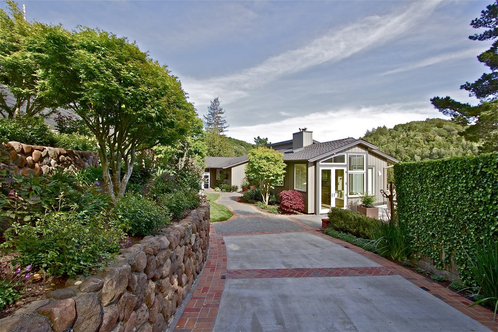 15. Driveway - Front of house.jpg