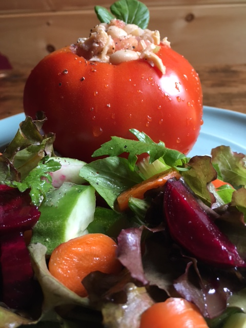 tuna_stuffed_tomato_with_crunchy_garden_salad.JPG