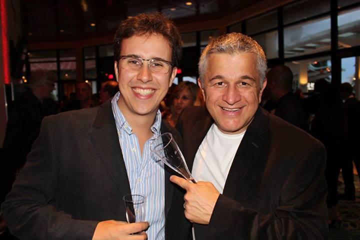 "Rafael Piccolotto de Lima e Carlomagno Araya (baterista e produtor do ""Bossa Nova Sinfônico"") no Brazilian Press Award, Miami. (2013)"