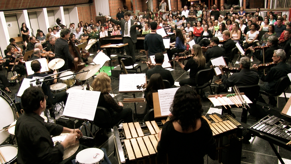 Rafael Piccolotto de Lima regendo a Orquestra Sinfônica da UNICAMP na   Casa do Lago, Barão Geraldo -SP. Um concerto jazz sinfônico apresentando a música do maestro.