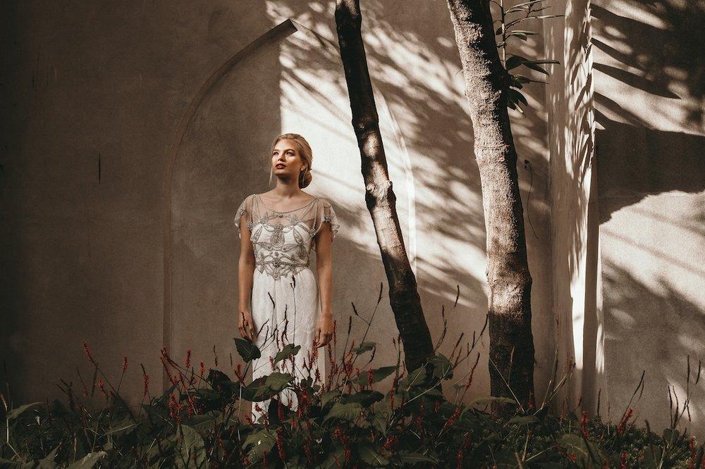 anna_campbell_secret-garden_14,jpg.jpg