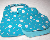 Goodnight Moon Organic bib and burp cloth set. GOTS certified organic fabric and thread.  Baby shower gift. Blue bib and burp rag gift set.