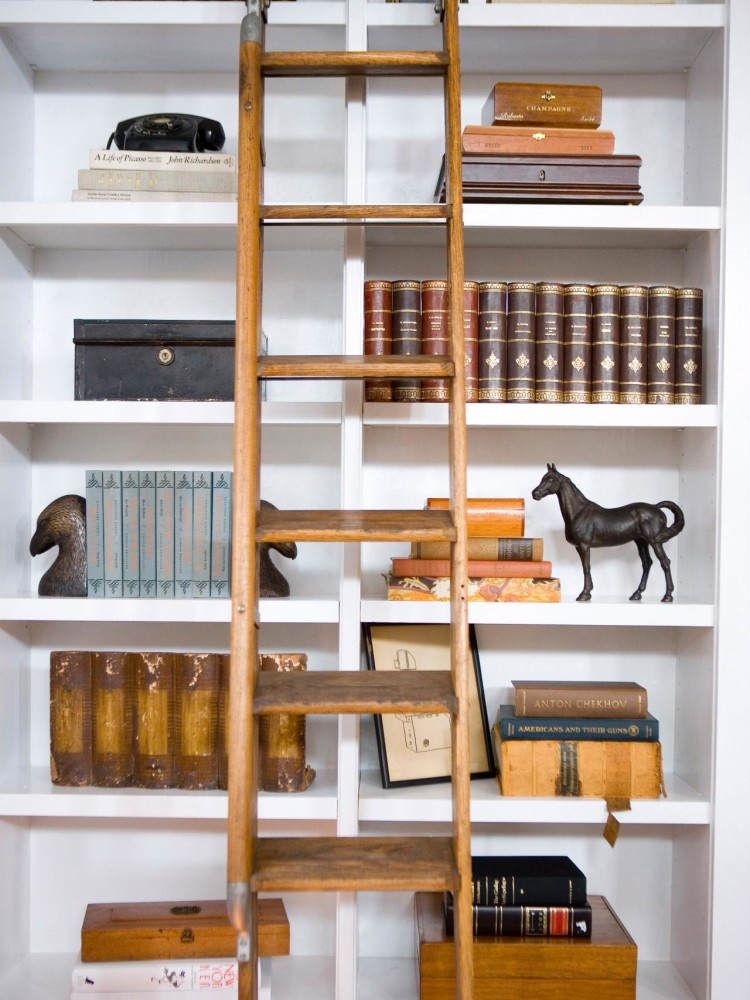 HDSW1_Living-Room-Bookshelves-Ladder-3_s3x4_jpg_rend_hgtvcom_1280_1707