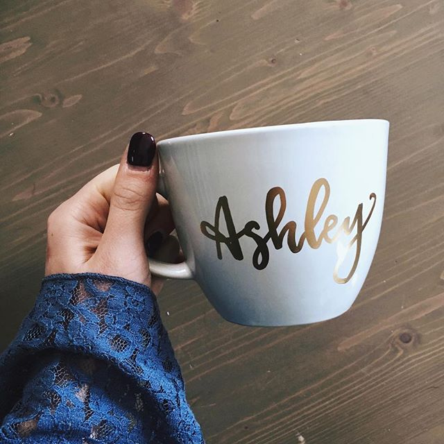 It's my Friday and I'm pretty pumped! 💃🏻 I have nothing big planned this weekend, but does anyone else have fun plans for St Patty's? 🍀 . . . #bachelorettepartyideas #bacheloretteparty #custommugs #calligraphy #moderncalligraphy #virginiacalligrapher