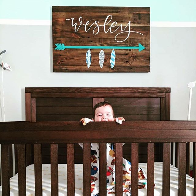 I can't even handle the cuteness that is this peanut! 😍😍 . . 📸 @kbrady921 . . . #woodsigns #namesigns #calligraphy #moderncalligraphy #woodworking