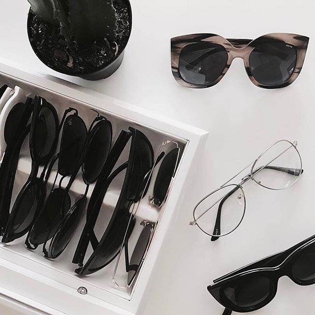 Sunny Fridays call for a great pair of sunglasses right? Sunglasses for dayssss ! Happy Friday folks 🎉🎉😎 📷 @kyrzayda_ ____________________________________ Join the tribe for monthly pep talk, awesome e-worshops, and much more. Link in bio 👉🏾 (@plantainchampagne) Let's party darling✨💫