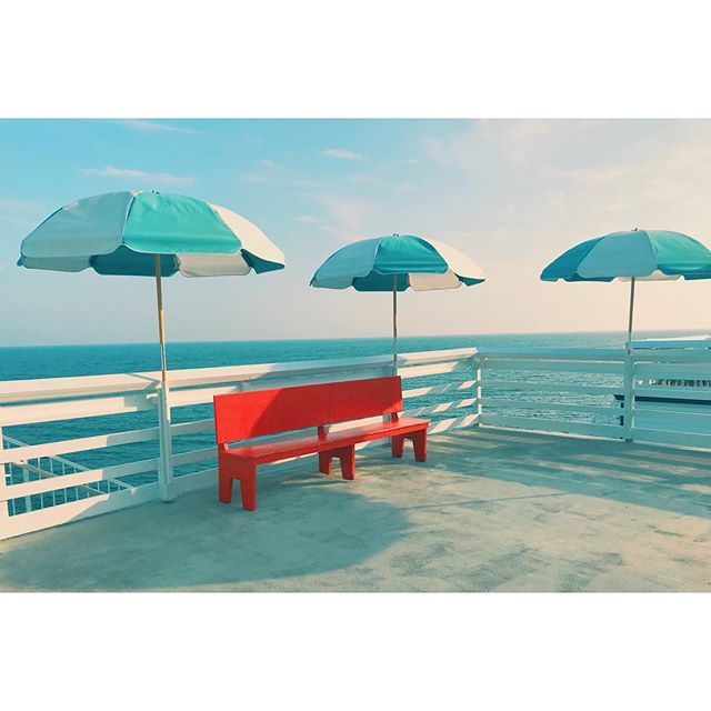 Malibu pier . . . . . #rihanna #umbrella #stairs #gameoftones #red #bench #sea #seaview #complimentary #malibu #malibupier