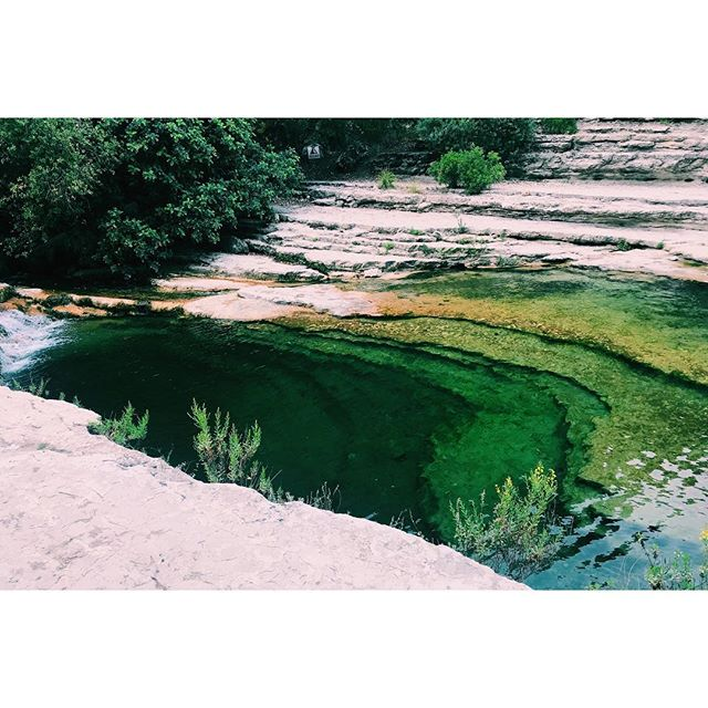 Wild swimming. . . . . #laghettidicavagrande #noto #sicily #wildswimming #lake #valley #green #water #gameoftones #sedimentary #layers