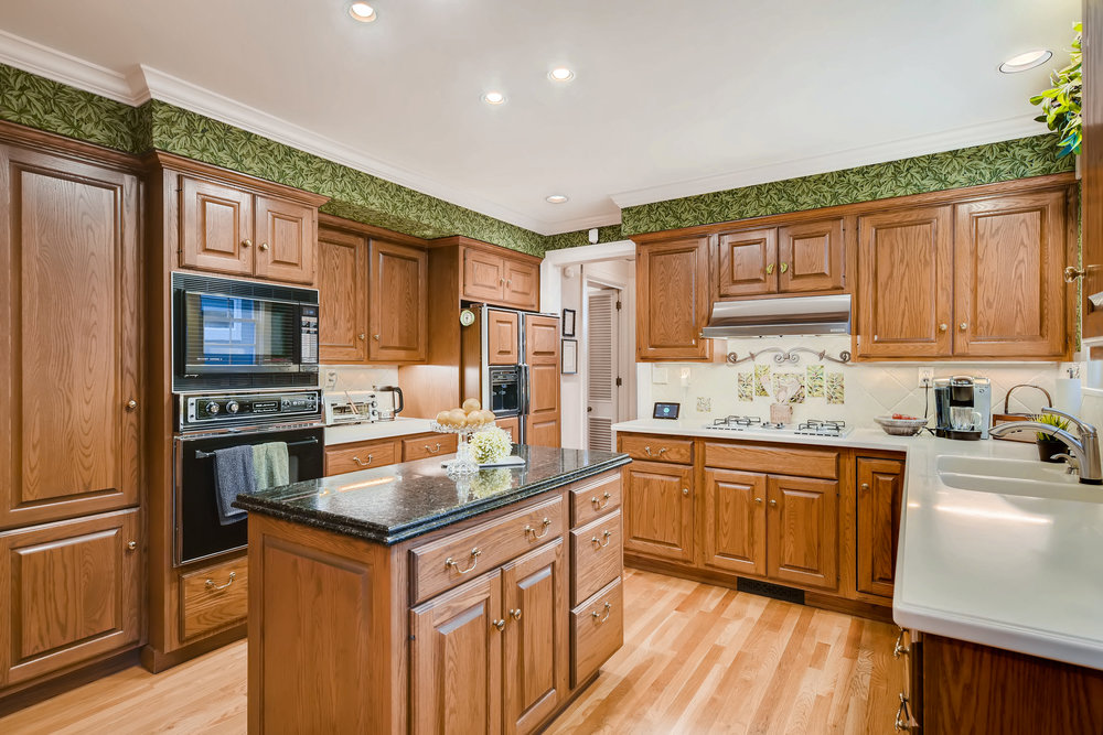 211 W Del Norte Colorado-print-010-24-Kitchen-4200x2800-300dpi.jpg