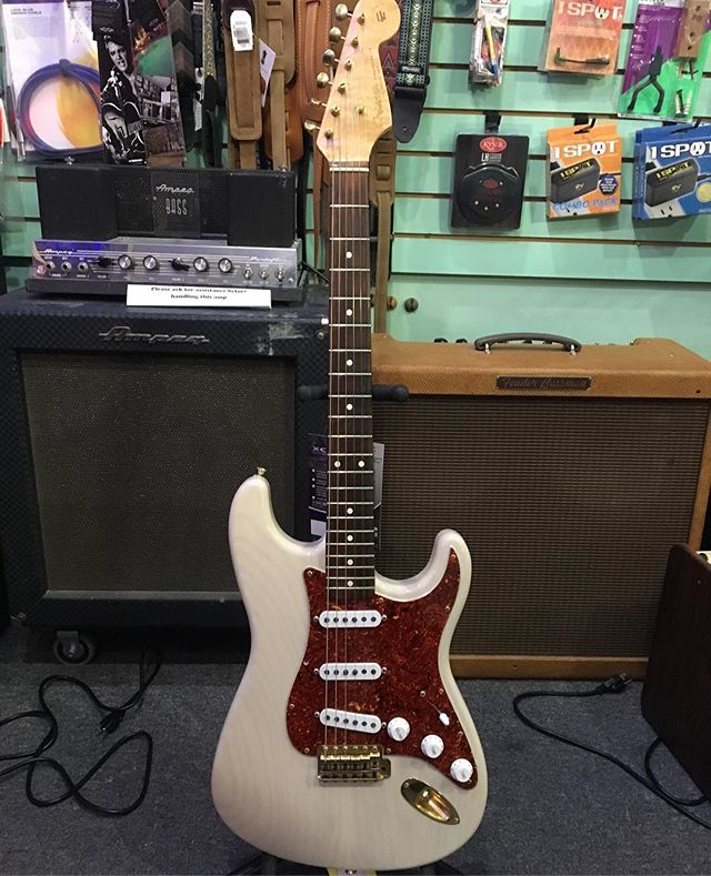 Guitar Of The Week 12/3: A beautiful Fender Blues Special Stratocaster. Custom Shop built and numbered 22 out of 25, this guitar is a bluesman's Dream. Just check that wood grain! . . . . . #fender #strat #stratocaster #fenderstratocaster #customshop #fendercustomshop #bluesspecial #blues #bluesman #bassman #fenderbassman #ampeg #ampegb15 #madeinusa #stonegrove #stonegrovesound