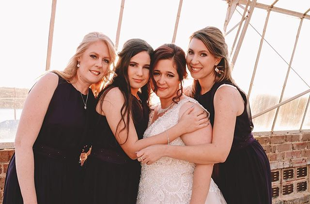 When you and your bridesmaids look like angels on the day 😇