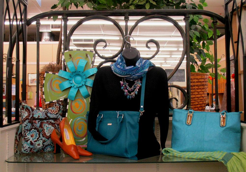 purse stand.jpg