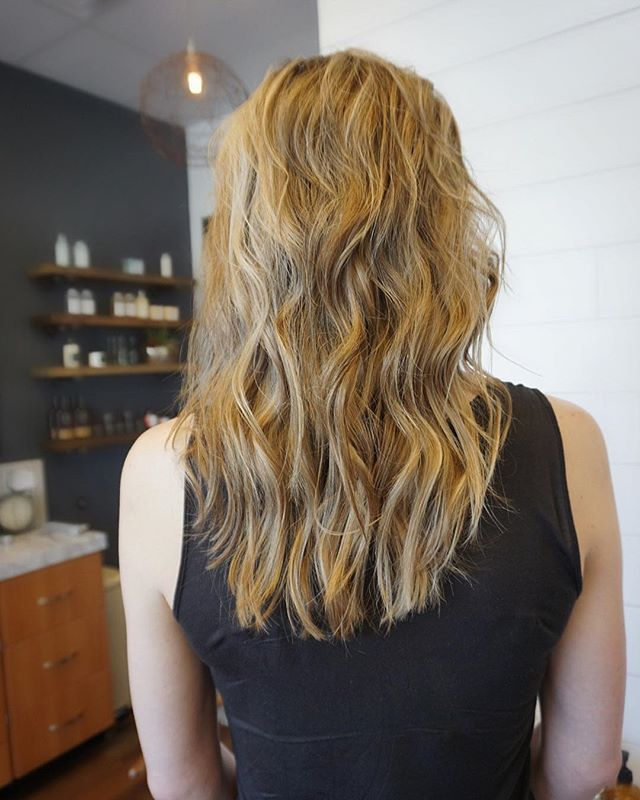 Falls in the air! (Except for this Texas 90 degree weekend) 🍂 My client came in with golden hair from summer. We added some lowlights and toned her blonde down for fall. We also did an @olaplex treatment to hydrate her hair from all the summertime damage. Book your fall appointments by clicking the link in my bio! ☝🏻