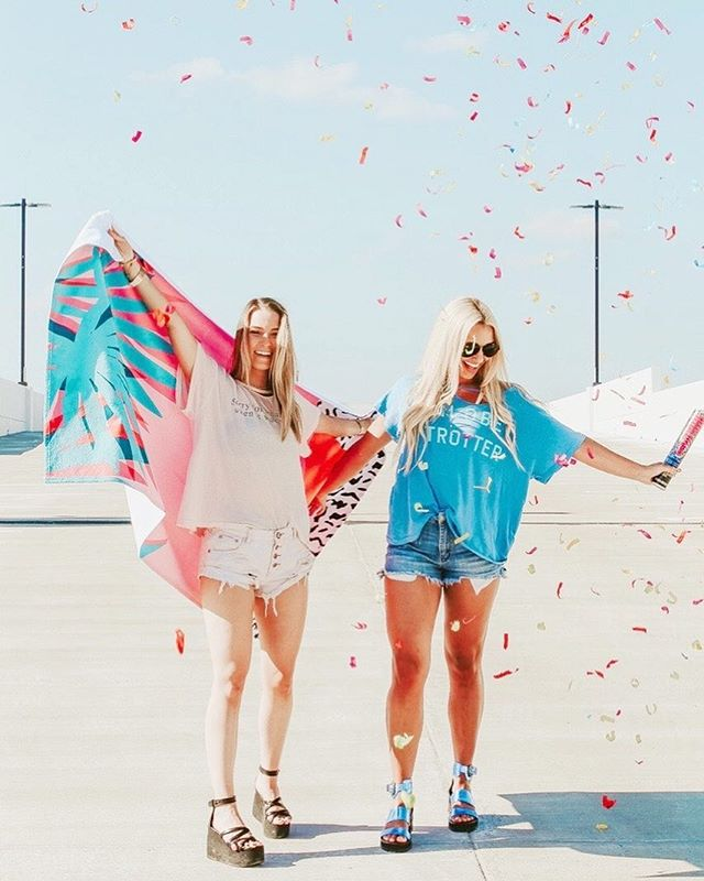 everyday is a celebration when it's summer 🦋 only 4 more days to enter to W I N @wildfoxcouture @soflojewels & @society6 beach set !!! Go check out my last post to win !!!