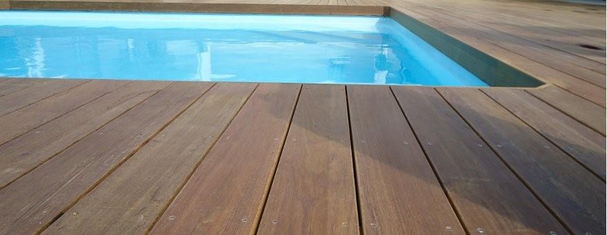lames-terrasse-bois-dur-piscine-angle.jpg