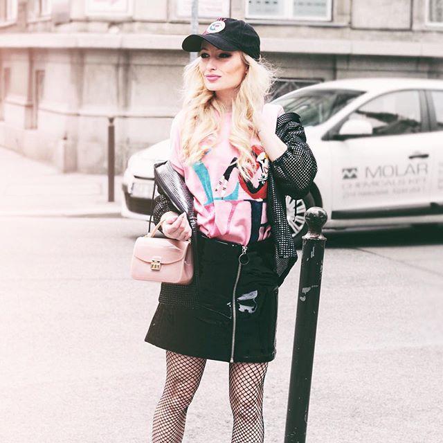 """Legutóbbi fotózásunk során a @fashiondays idei tavaszi/nyári stílusaiból szemezgettem, és a ,,rózsaszín álom"""" vonalat kevertem össze a ,,lezser nagyvárosi"""" irányzattal. Íme a stílusmix végeredménye, nektek mi a véleményetek?🍥 Mindenképpen nézzétek meg a Fashion Days 2017-es tavaszi/nyári kollekcióját, hiszen telis-tele van csodás világmárkás termékekkel ▶️ goo.gl/3gpVF1 #fashiondays"""
