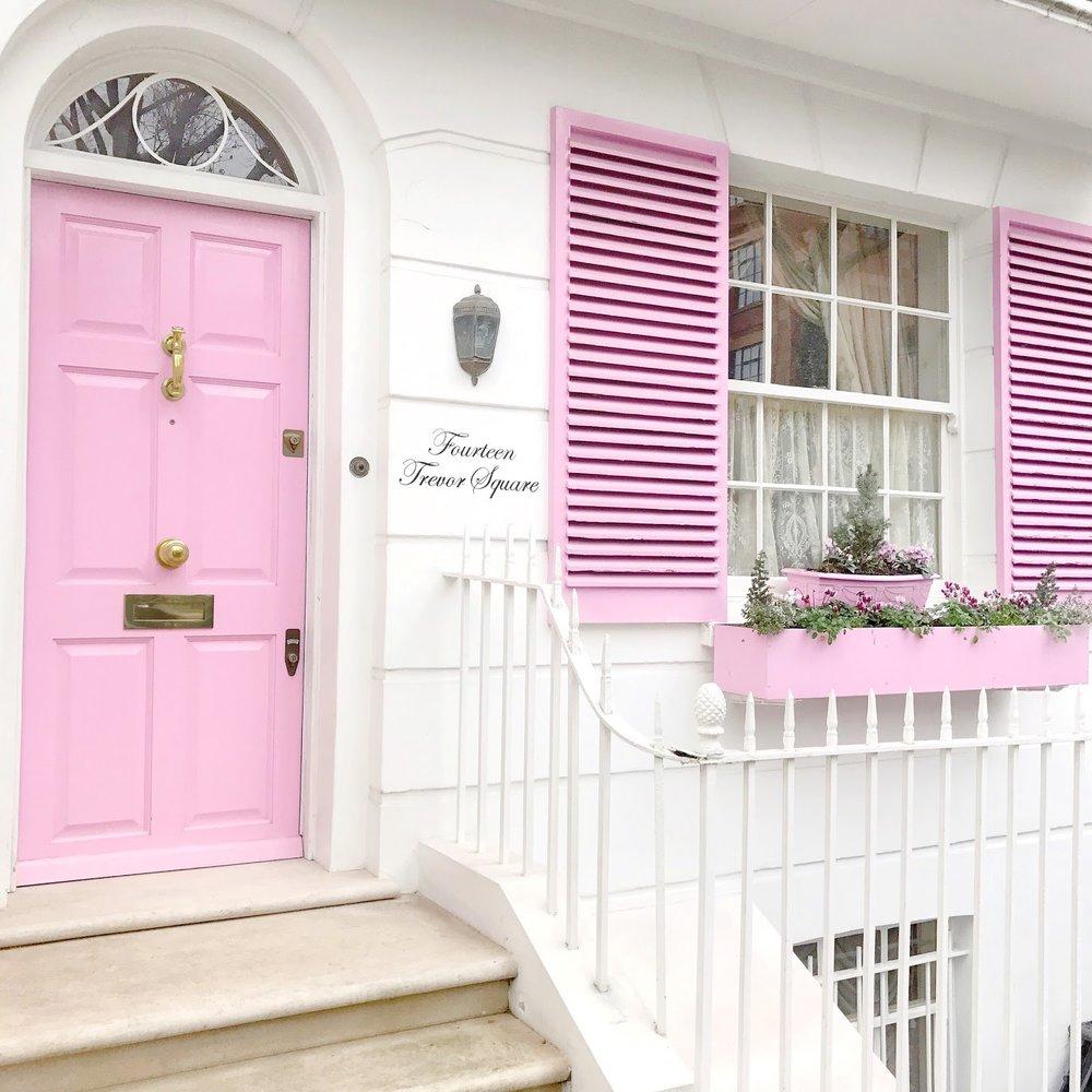 Pastel Heaven - Sokan tudják Londonról, hogy mennyire tündéri kis épületek tarkítják, azt azonban kevesen, hogy van néhány épület, ajtó, városrész, melyek aztán tényleg kiütik a cukiság-faktort.