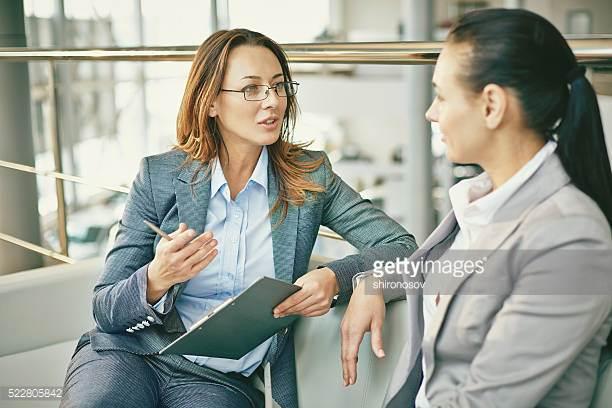 Innhenting av samtykke - Ny lovendring er under behandling. Hovedendringen er forbudet mot å kontakte egne kunder dersom de er reservert mot telefonsalg.Det er nå meget viktig å ha et samtykke fra kundene sine for å få lov til å kontakte de for oppsalg, mersalg etc.Vi i Decision har skapt et eget konsept for dette, og tar jobben med å innhente samtykke fra dine kunder, slik at salgsgrunnlaget ditt er sikret for fremtiden