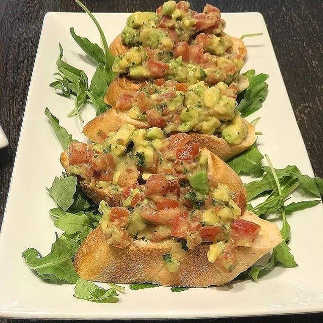 Gourmet Avocado Mash #MadeForSharing . . . . . . . . . . . . . #LondonCoffeeShops  #LondonLife #VegansOfLondon #Londonist #Londonista #Londoner #Eat #Breakfast #Brunch #Lunch #LadiesWhoBrunch #BrunchDate #FridayBrunch #London #Flexitarian