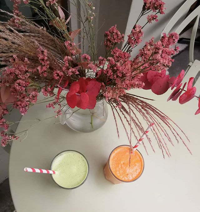 Autumnal glow @thehivesw6. #AutumnalGlow . . . . . . . . #FlowersOfInstagram #Juices #Autumn #FulhamMums #London #thehivesw6