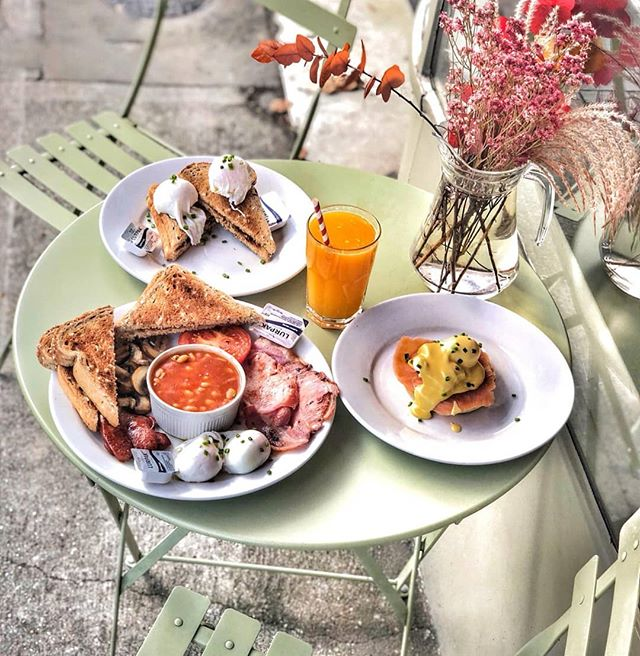 Big breakfast or small breakfast? 🤔 #BreakfastServedAllDay . 👉 Take away is available. . . . . #SmallBreakfast #BigBreakfast #GranaryBread #EnglishMufin #ClassicBreakfast #TraditionalBreakfast #BestMealOfTheDay #ALittleBitOfEveryThing #TripAdvisor #VisitingLondon #ThisIsLondon #LondonLife #LondonEat #Eaaats #London #thehivesw6