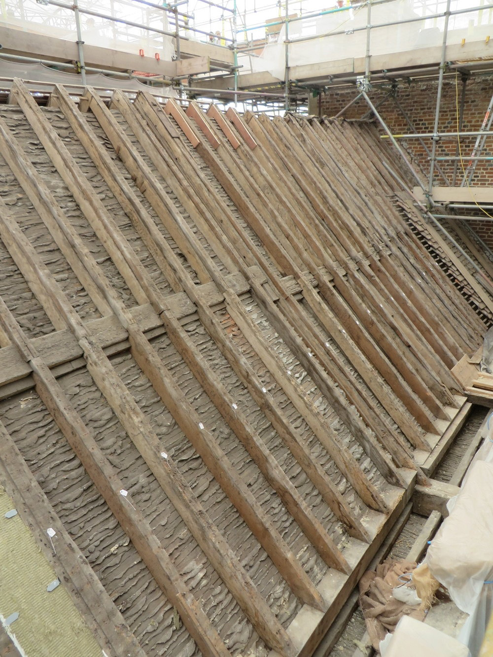 Roof structure upon removal of clay tiles