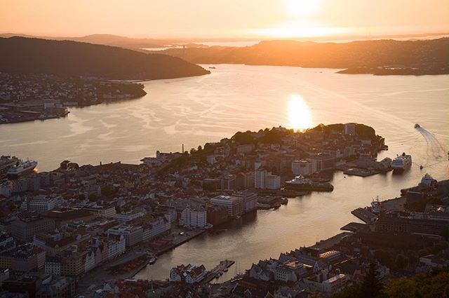 Beautiful Bergen ☀️❤️ . . . #bergen #norway #bergennorway #norweigan #fløyen #bergenissweet #sunset #photography #photographer #photooftheday #instagood #instadaily #beautiful #view #city #citylife #scenic #sony #sonya7 #igers #travel #travelphotographer #nature #architecture