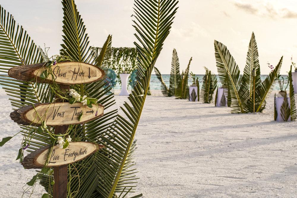 Kanuhura_Weddings__46_-2100x1400-95fc1540-af6f-46c4-8d6f-9d448d777219.jpg