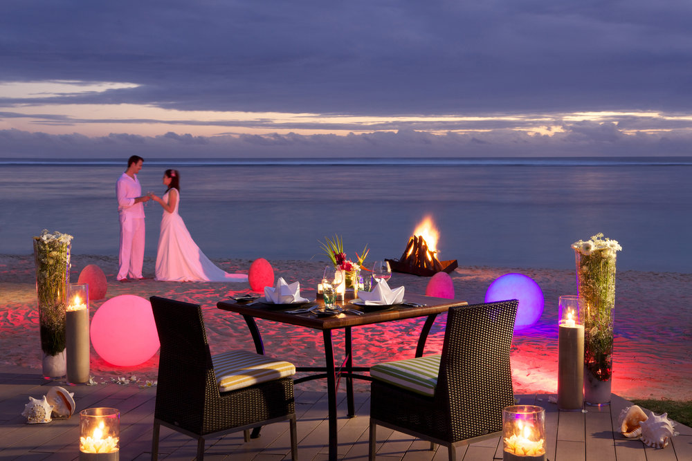 Romantic-Dinner-on-the-Beach-Sugar-Beach_2100x1400_300_RGB.jpg
