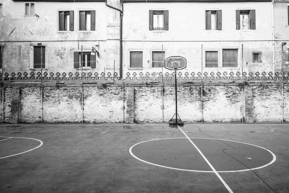 Un-terrain-de-basket-à-Venise