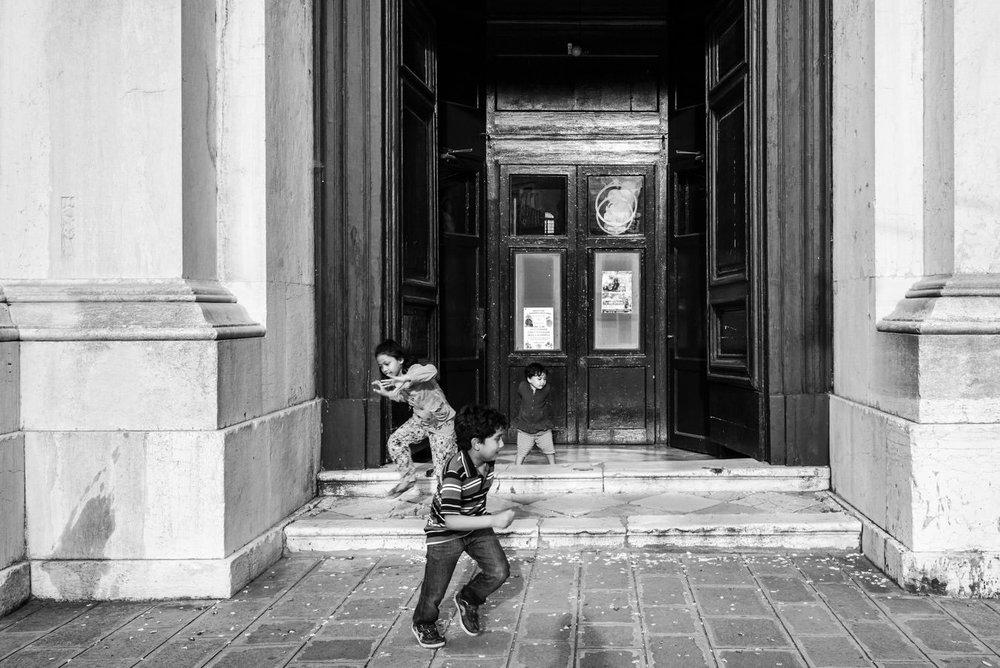 Enfants-qui-jouent-à-Venise