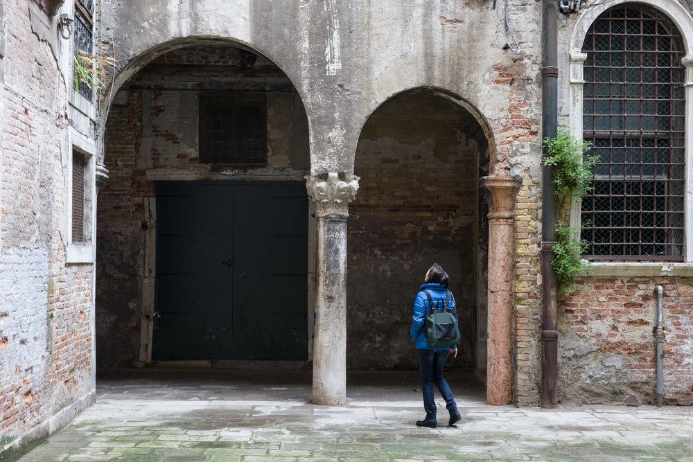 La corte Muazzo e il capitello bizantino a Venezia.