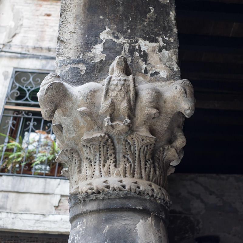 Capitello bizantino di corte Muazzo a Venezia