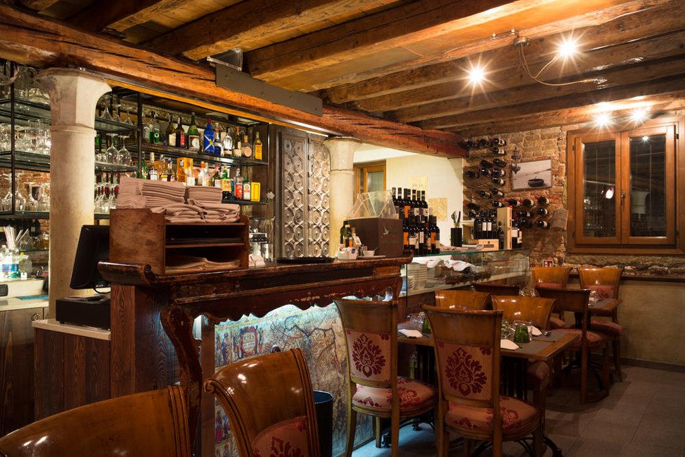 L'intérieur du restaurant Luna Sentada à Castello