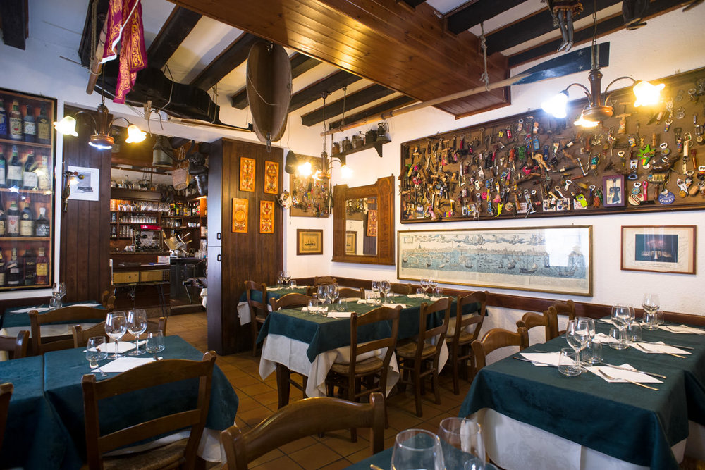 Interiors of trattoria, pizzeria Al Vecio Portal, in the district of Castello