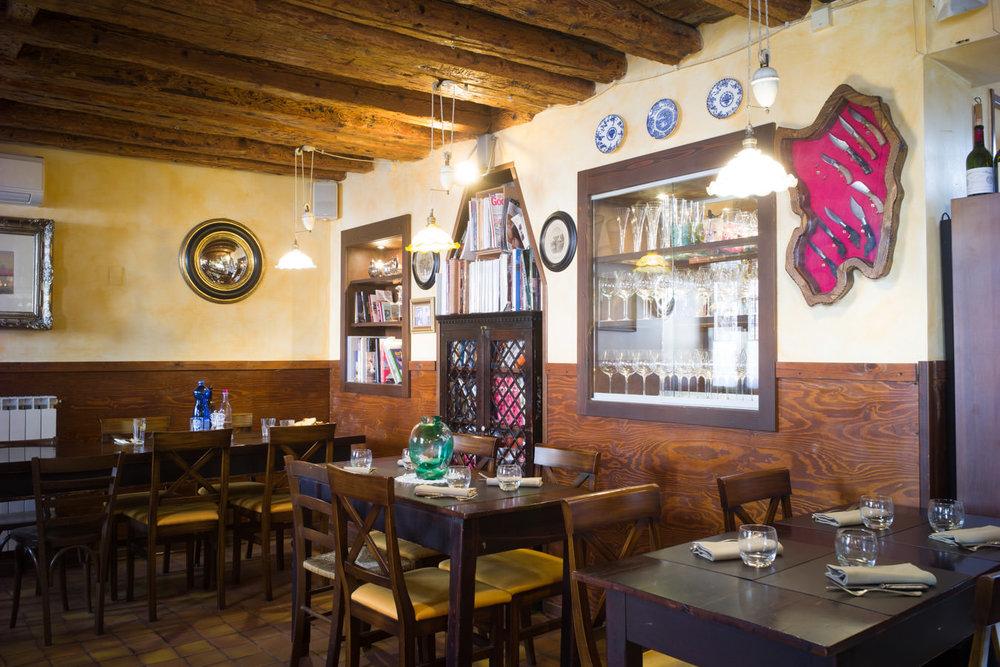 Interior of restaurant Pane Vino e San Daniele, Dorsoduro