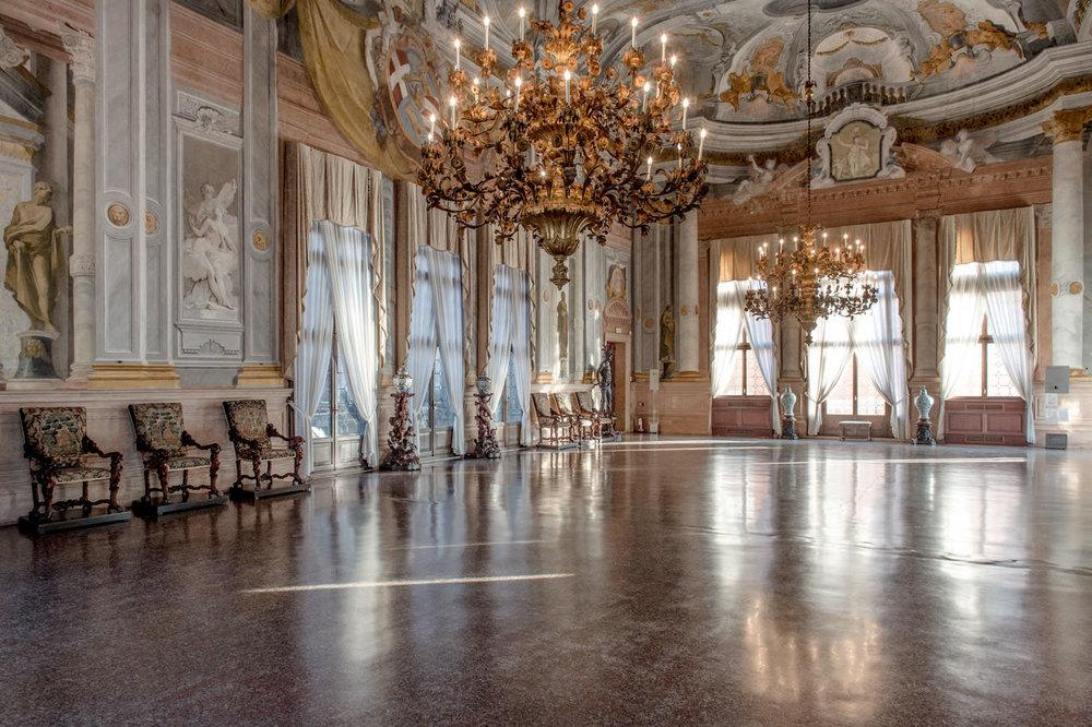 La salle de bal au premier étage de Ca' Rezzonico.