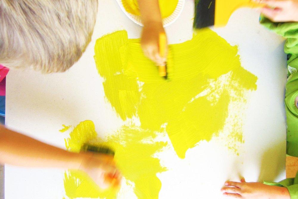 barnen_målar_m.jpg