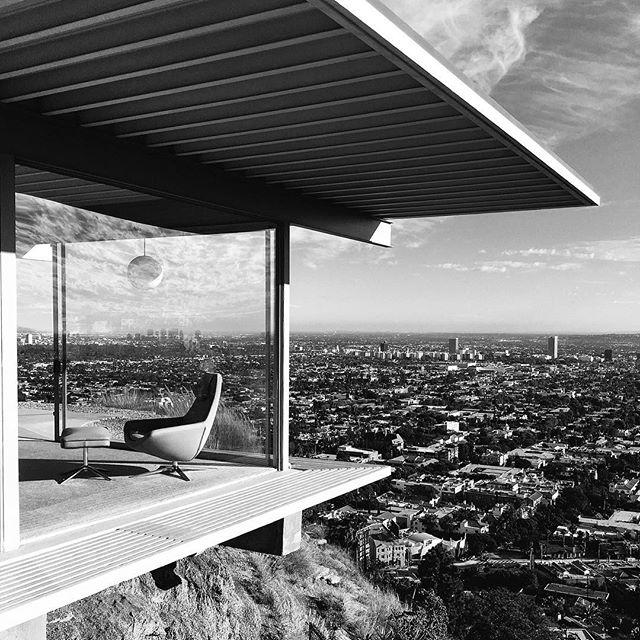 Dream House... The Stahl House known as Case Study House #22 is a modernist-styled house designed in 1960 by architect Pierre Koenig in the Hollywood Hills LA, Ca. #dreamhouse #stahlhouse #hollywoodhills #hollywood #pierrekoenig #losangeles #dreamer #dreamer_paris