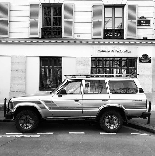 Spotted yesterday in Paris this lovely vintage @toyota Land Cruiser HJ60 circa 1980 #hj60 #toyota #landcruiser #carvintage #spotted #paris #loveit #dreamer #dreamcar #dreamer_paris