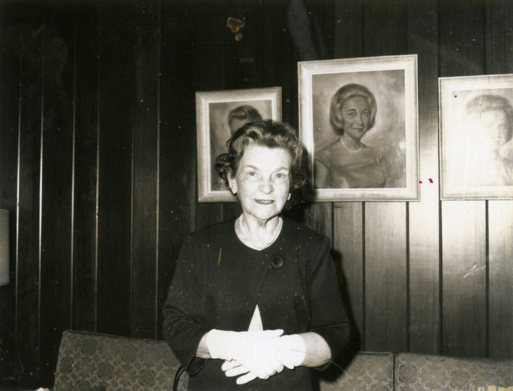 Clara Baker at the home of her daughter, Toby Baker Lourie, in the 1960s. Image courtesy of Larraine Lourie Moses