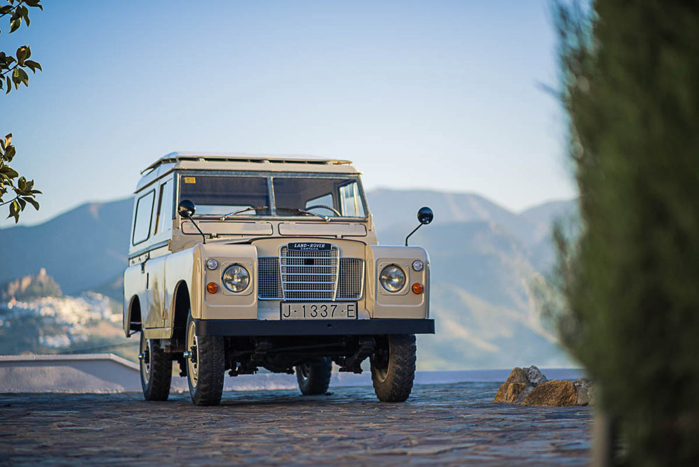 land_rover_88_right_front_00.jpg